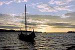 Vikingabåt i solnedgång
